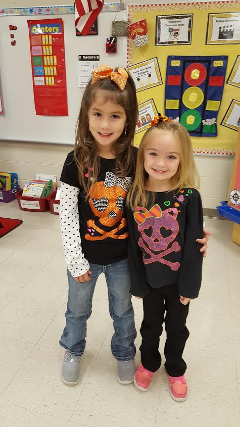 Kindergarten students on Twin Day! Pair up against Drugs!
